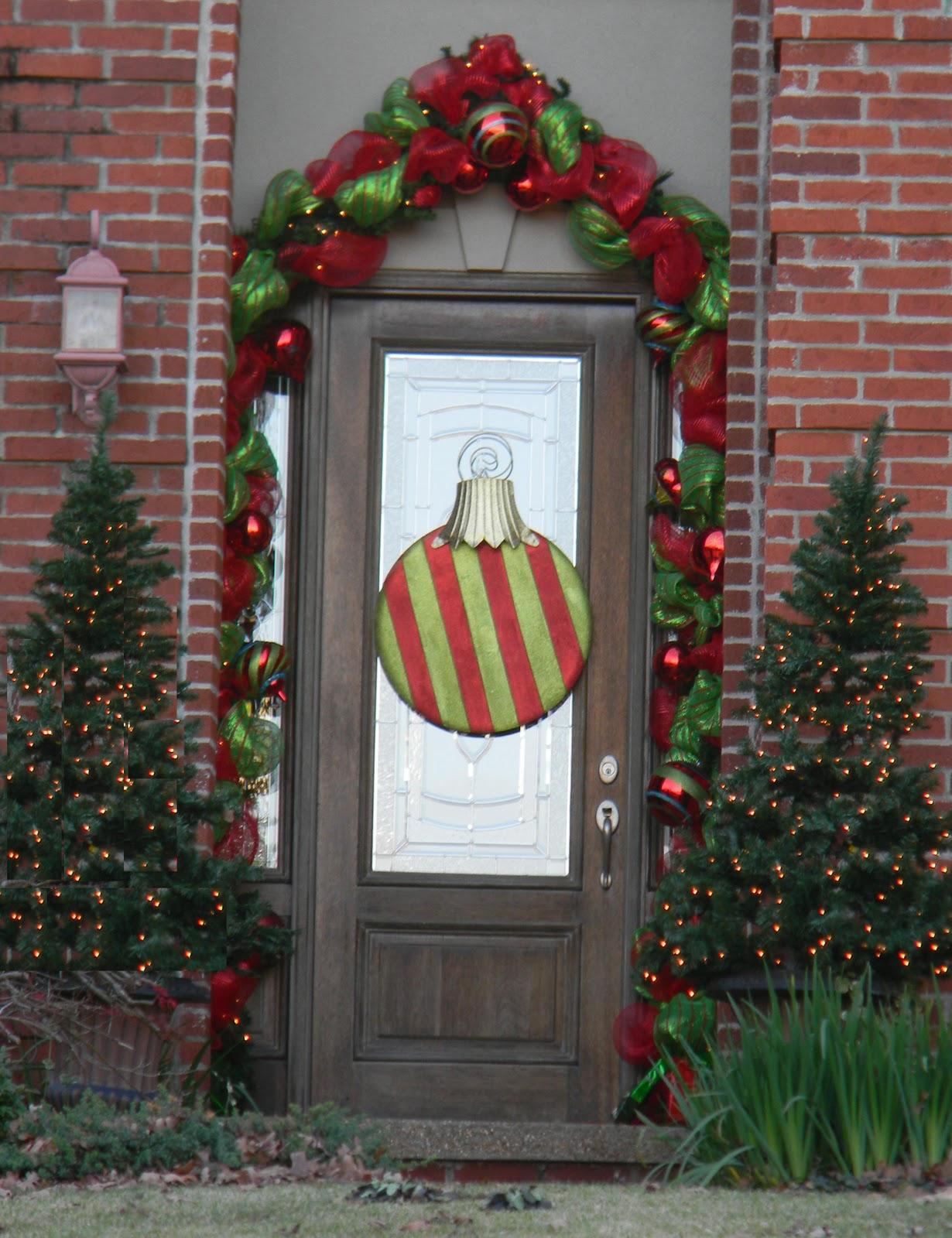 Front door deco mesh christmas decorations - Christmas Doors 2011 Part 2